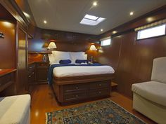 Yapluka catamaran NAHEMA IV master cabin. Click on the photo to see more interior photos.