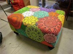 Adhere colorful crocheted doilies to a solid fabric lined ottoman. Now I'd I could only find colorful doilies. Doilies Crafts, Crochet Doilies, Lace Doilies, Doily Art, Crochet Home Decor, Yarn Bombing, Diy Furniture, Furniture Refinishing, Crochet Projects