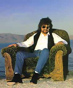 Jeff Lynne - From his Armchair Theater album - Love this guy! Music Like, Pop Music, Rock N Roll Music, Rock And Roll, Jeff Lynne Elo, Travelling Wilburys, Strange Magic, Electric Light, Him Band