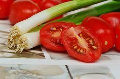 Hagyma egészséges – a szervezet számára hasznos vitaminokat, ásványi anyagokat tartalma, rendszeres fogyasztása segít a betegségek megelőzésében No Cook Meals, Nutrition, Stuffed Peppers, Vegetables, Onions, Cooking, Tomatoes, Recipes, Spring
