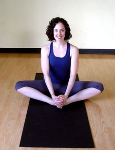 These yoga stretches to help loosen tight hips and hamstrings, which are common in runners, cyclists and walkers. Yoga For Runners, Princess Half Marathon, Easy Yoga Poses, Yoga Positions, Yoga For Flexibility, Get Skinny, Half Marathon Training, How To Start Running, Yoga Teacher Training