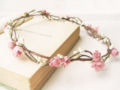 Flower crown Woodland wedding hair accessories por NoonOnTheMoon