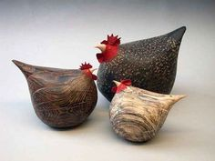 woobly wooden carved chickens :) Design by Jeff Soan Chicken Crafts, Chicken Art, Wooden Animals, Ceramic Animals, Wooden Crafts, Diy And Crafts, Whittling Wood, Ideias Diy, Chickens And Roosters