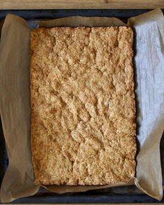 Ciasto Snickers | Nastoletnie Wypiekanie Krispie Treats, Rice Krispies, Bread, Desserts, Food, Tailgate Desserts, Deserts, Brot, Essen
