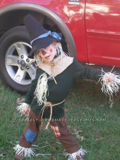 Coolest Homemade Child Scarecrow Costume from The Wizard of Oz (halloween manualidades colegio) Scarecrow Wizard Of Oz, Halloween Costumes Scarecrow, Fete Halloween, Halloween 2014, Halloween Dress, Family Halloween, Halloween Camping, Family Costumes, Baby Costumes