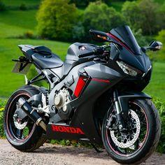 Creativebikers - Motion In Pleasure Honda Bikes, Honda Motorcycles, Honda Powersports, Honda Cbr 1000rr, Touring Motorcycles, Squad, Ride Out, Futuristic Motorcycle, Biker Boys