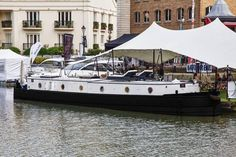 In the pursuit of the ideal home for his family, Alex Prindiville has done what most Londoners would have deemed to be impossible. Luxury Houseboats, One Bedroom Flat, Houseboat Living, Deck Boat, Thing 1, Cool Boats, Canal Boat, Pontoon Boat, Boat Design