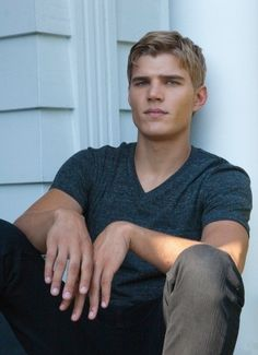 Chris Zylka. Candidate for Elliot or Scott.