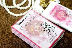 Женский аромат Khulasat Al Zahoor от Ard Al Zaafaran Trading - это нежный аромат тайской розы, мускуса и черного винограда.