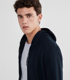 After a little preview of Massimo Dutti's Soft Collection for the fall/winter 2016 season, we can now take a closer look at the whole offering. Model Xavier Serrano is once again the face of …
