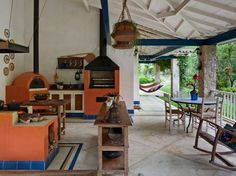 Brazilian countryside - On the outside, the wood oven, barbecue and wood stove -- Na parte externa, forno a lenha, churrasqueira e fogão a lenha House, Home, Decor Design, Tropical Houses, Vintage House, Decor Styles, Beautiful Homes, Home Deco, Outdoor Kitchen