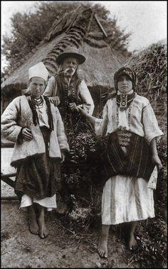 Фотографія українців була зроблена у 1920-х рр., коли Галичина входила до складу Польщі. - Ukrainian Photo was made in the 1920s. When Galicia was part of Poland.