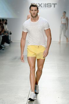 Look 40 - A model walks the runway during the Spring/Summer 2016 Fashion Show on October 2015 in New York City. (Photo by Slaven Vlasic/Getty Images for Stylish Men, Men Casual, Kids Clothing Brands List, Kids Outfits, Casual Outfits, Mens Fashion Wear, Male Fashion, Fashion Styles, Fashion Trends