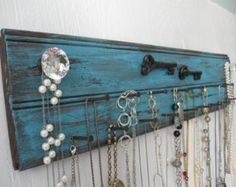 Rustic Jewelry Holder 24 Inches Long Metal Keys Distressed Necklace Storage Organizer Holder White Wall Mounted Glass Crystal Knobs hook
