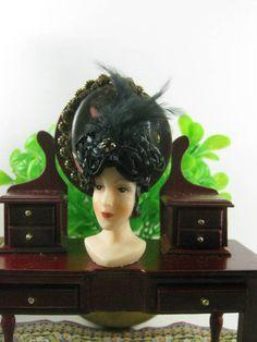 Black turban with feather style  20s dollshouse 1:12 di Bluesmini