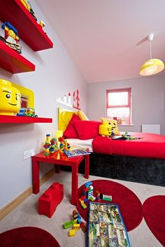 If you're looking for some inspiration for a LEGO-themed kids' room, you can't do much better than this model room from British housebuilder Weston Homes Lego Bedroom Decor, Bedroom Red, Bedroom Themes, Kids Bedroom, Bedroom Ideas, Boy Bedrooms, Shared Bedrooms, Trendy Bedroom, Casa Lego