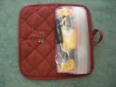 Diy Sewing Projects A potholder and makes a great container for a travel size sewing kit! Christmas Child Shoebox Ideas, Christmas Crafts For Kids, Operation Shoebox, Mini First Aid Kit, Samaritan's Purse, Kits For Kids, Shoe Box, Scrappy Quilts, Sewing Rooms