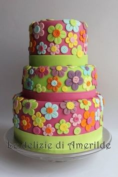 flower cake love the buttons! flower cake love the buttons! Gorgeous Cakes, Pretty Cakes, Cute Cakes, Amazing Cakes, Bolo Floral, Floral Cake, Button Cake, Mothers Day Cake, Novelty Cakes