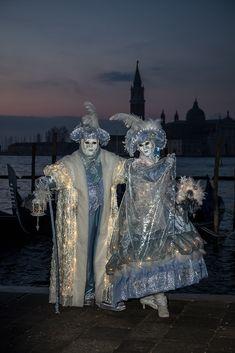 Die schönsten Bilder von Venedig.... Carnival Of Venice, Lion Sculpture, Batman, Italy, Statue, Superhero, Photography, Fictional Characters, Art