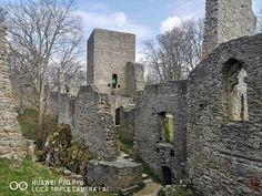 Nenapadá vás, kam si zajet udělat krásný výlet? A co české hrady? Ukážeme vám 30 nejkrásnějších hradů v ČR, které stojí za to navštívit. Trips, Castle, Mansions, House Styles, Instagram Posts, Travel, Viajes, Manor Houses, Villas