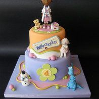 Dottie Doc McStuffins cake Cake by SogniDiZucchero.My daughters LOVE Doc McStuffins! Doc Mcstuffins Cake, Doc Mcstuffins Birthday Party, Pretty Cakes, Cute Cakes, Cake Pops, Decors Pate A Sucre, Character Cakes, Disney Cakes, Girl Cakes
