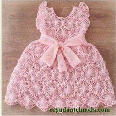 alize-iple-örülmüş-pembe-motifli-örgü-bebek-elbise-modeli
