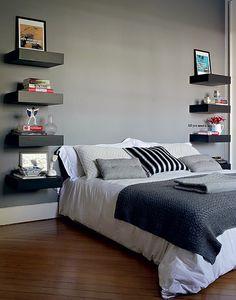 O quarto da arquiteta Fabiana Frattini tem vários tons de cinza. A cor está nas paredes, nas prateleiras e na roupa de cama