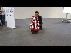 日立製作所「EMIEW3」の走行デモ - YouTube