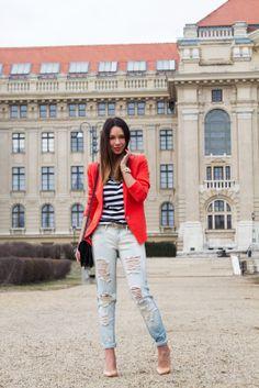 Blazer, jeans, T-shirt, bag: MANGO | Belt: STRADIVARIUS | Watch: MICHAEL KORS | Necklace: NEW LOOK | Shoes: ZARA | Lipstick: LOREAL Color Riche #373