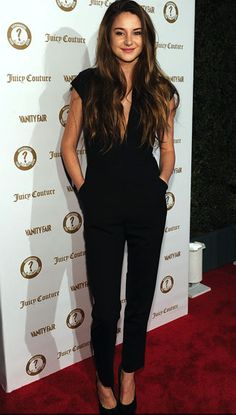 "Who doesn't love the Juicy Couture Bird? Shailene Woodley rocks the jumpsuit at last night's Gray Greene Fair Agenda event with J. to celebrate 20 years of ""Vanities"" Shailene Woodley, Juicy Couture, Mode Style, Style Me, Look Fashion, Womens Fashion, Komplette Outfits, Mode Inspiration, Girl Crushes"
