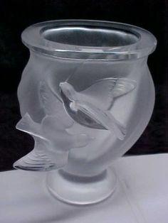 Elegant-Lalique-Frosted-Crystal-Glass-Rosine-Birds-in-Flight-Vase-Signed-NICE