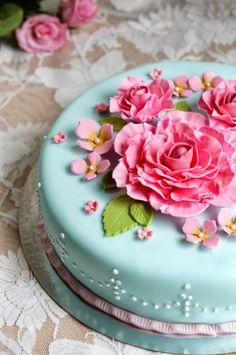 Confetti romantic rose cake Rose Cake, Romantic Roses, Beautiful Cakes, Birthday Cakes, Confetti, Art Deco, Desserts, Cold, Porcelain Ceramics