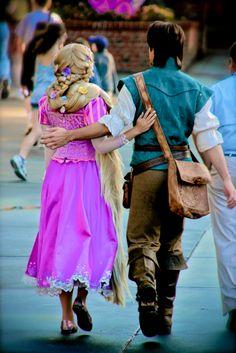 Rapunzel and Flynn Rider at Disney World Walt Disney, Disney Girls, Disney Love, Disney Magic, Disney Pixar, Rapunzel And Eugene, Tangled Rapunzel, Disney Tangled, Princess Rapunzel