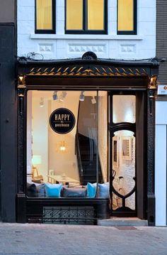 HAPPY Guesthouse B&B in #Brussel http://www.newplacestobe.com/region/brussels/new-happy-guesthouse-brussel