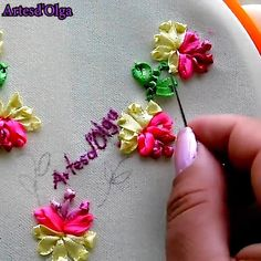 Ribbon Embroidery Tutorial, Border Embroidery Designs, Basic Embroidery Stitches, Hand Embroidery Videos, Embroidery Flowers Pattern, Creative Embroidery, Silk Ribbon Embroidery, Diy Embroidery, Machine Embroidery