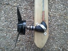 outboard motors Wooden Outboard Motor Powered by a CordlessDrill Plywood Boat, Wood Boats, Pedal Powered Kayak, Electric Boat Motor, Trolling Motor, Boat Projects, Diy Boat, Pontoon Boat, Boat Dock