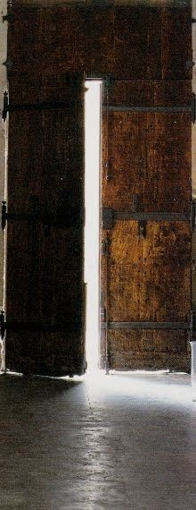 beautiful rustic doors, I want these to be my barn doors when we relocate. :-)