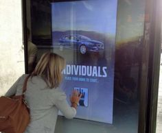 Volvo interactive digital signage screens campaign that allowed consumers to personalize their own V40 model