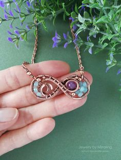 Wire wrapping stones etc - tutorial pics Copper Jewelry, Beaded Jewelry, Handmade Jewelry, Copper Wire, Copper Bracelet, Jewelry Tree, Jewellery, Wire Necklace, Wire Wrapped Necklace