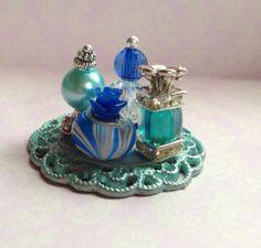 Dollhouse perfume trays from fingertip fantasies dollhouse miniatures – Artofit Barbie Accessories, Dollhouse Accessories, Perfume Tray, Perfume Bottles, Diy Dollhouse, Dollhouse Miniatures, Minis, Bead Bottle, Angel Crafts