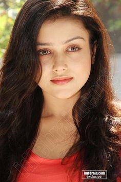 Beautiful Blonde Girl, Beautiful Girl Photo, Beautiful Girl Indian, Most Beautiful Indian Actress, Most Beautiful Faces, Beautiful Lips, Cute Beauty, Beauty Full Girl, Beautiful Bollywood Actress