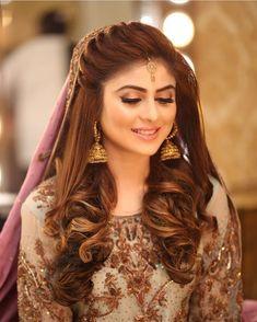 New Hairstyles For Indian Wedding Function ~ Magazzine Fashion Pakistani Wedding Hairstyles, Mehndi Hairstyles, Bridal Hairstyle Indian Wedding, Pakistani Bridal Makeup, Bridal Hair Buns, Pakistani Wedding Outfits, Indian Hairstyles, Bride Hairstyles, Pakistani Dresses