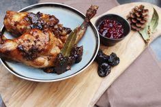 Konijn met pruimen , gestoofde groenten en veenbessencompote - in combi stoomoven Miele - Inspired by Miele ! Chicken, Meat, Food, Eten, Meals, Cubs, Kai, Diet