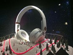 Selfridges Christmas Window 2013 -   this is BRILLIANT! - emphasizes the noise cancel feature via quietness of snow and sound wave purity that is derived from that feature to the listener - I LOVE THIS DESIGNER