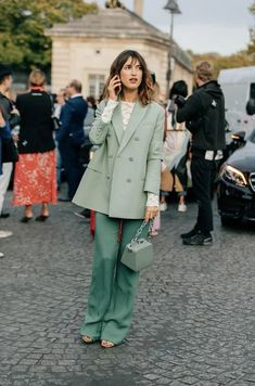 Street Style Fashion - Streetwear Fashion Trends, Outfit Ideas, Men and Women Models Jeanne Damas, Fashion Week, Look Fashion, Fashion Tips, 90s Fashion, Fashion Fashion, Street Fashion, Retro Fashion, Trendy Fashion