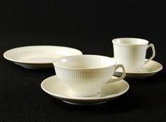 Lauritz.com - Middags- og kafferserviser - Tias Eckhoff (f. 1926) for Porsgrund, 'Det riflede' kaffe-/teservise, 1950-tallet (40) - NO, Oslo, Sannergata 3