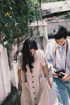 Đơn giản mà vẫn tình, đây là bộ ảnh giả film theo phong cách Hongkong những năm 1990 xinh nhất hôm nay Vsco Photography, Couple Photography, Young Couples, Cute Couples, Pre Wedding Photoshoot, Photoshoot Vintage, Ulzzang Couple, Photoshoot Inspiration, Love Pictures