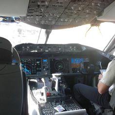 Cockpit B787-8 Dreamliner #Boeing#Dreamliner#qatar#Cockpit