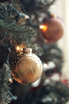 DIY Monogram Ornament from witandwhistle.com