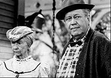 Irene Ryan and Edgar Buchanan in 1968 in The Beverly Hillbillies